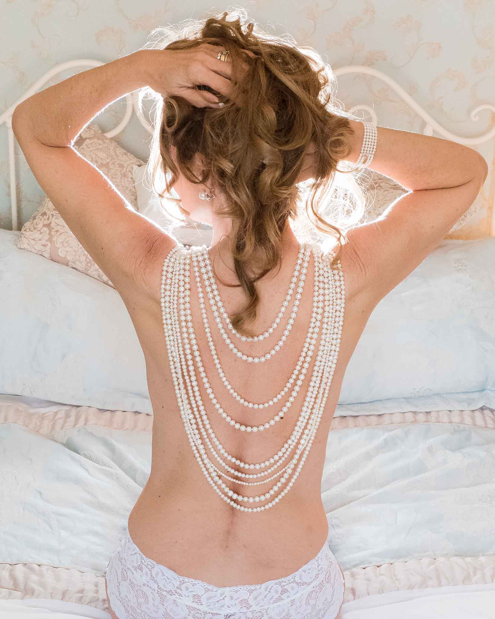 woman wearing pearls for boudoir photoshoot, what to wear at a boudoir shoot