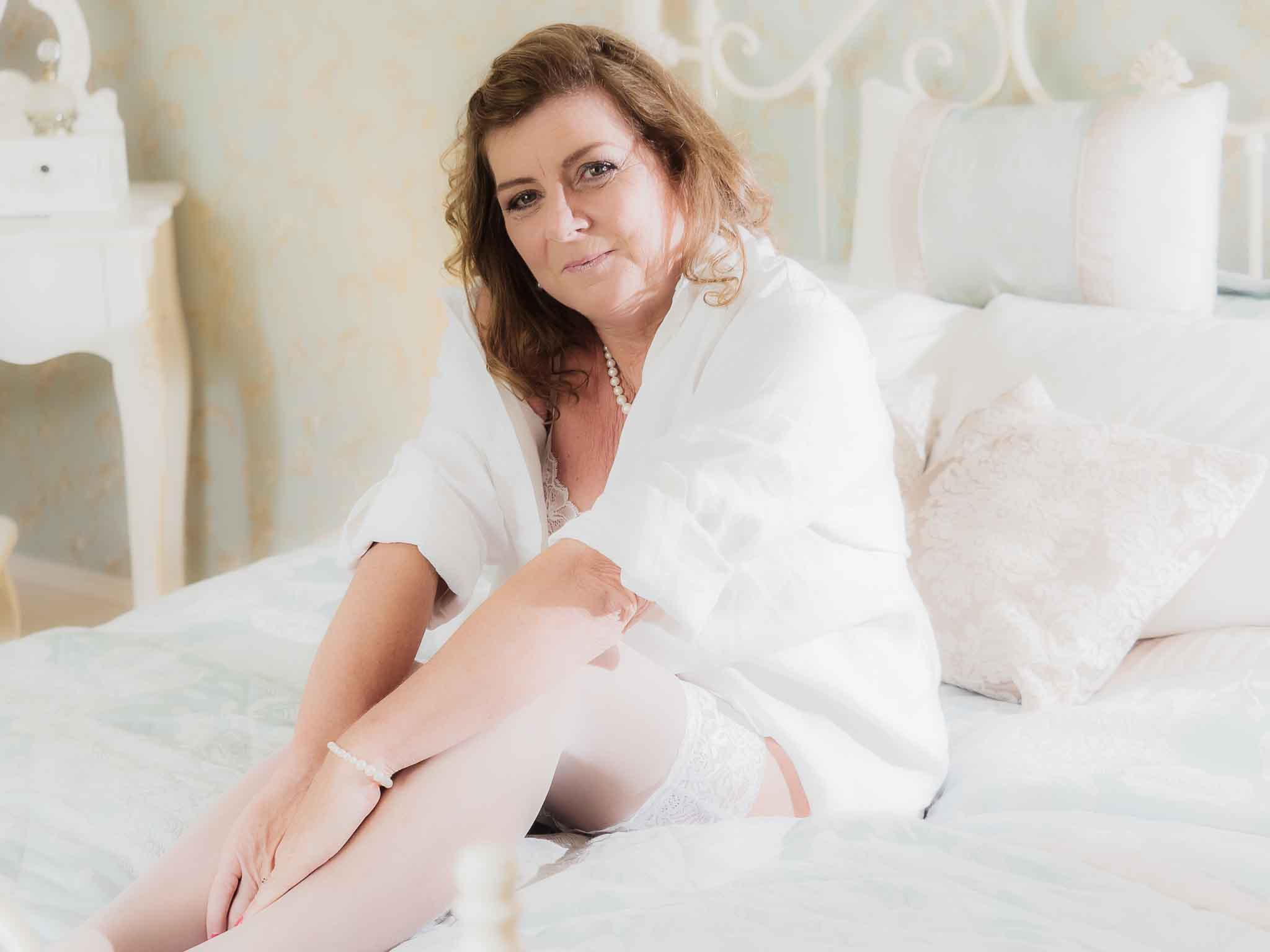 Boudoir photoshoot wearing white shirt, what to wear at a boudoir session
