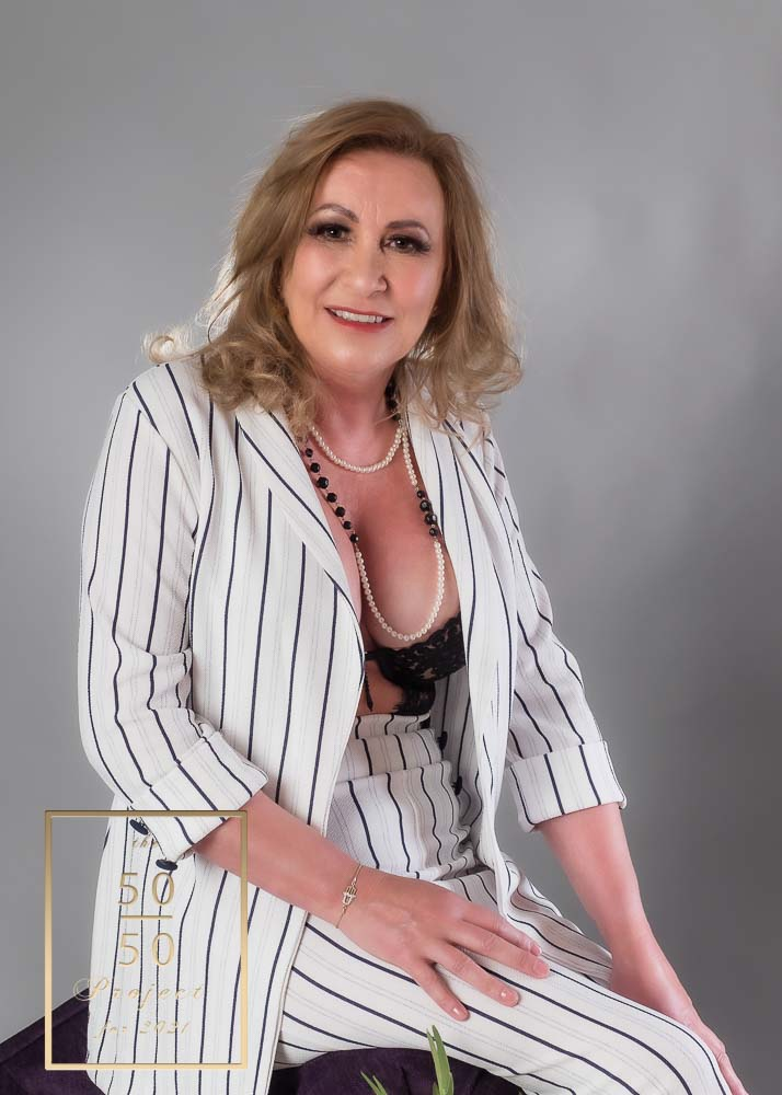 MATURE WOMEN BOUDOIR for the 50 over 50 project